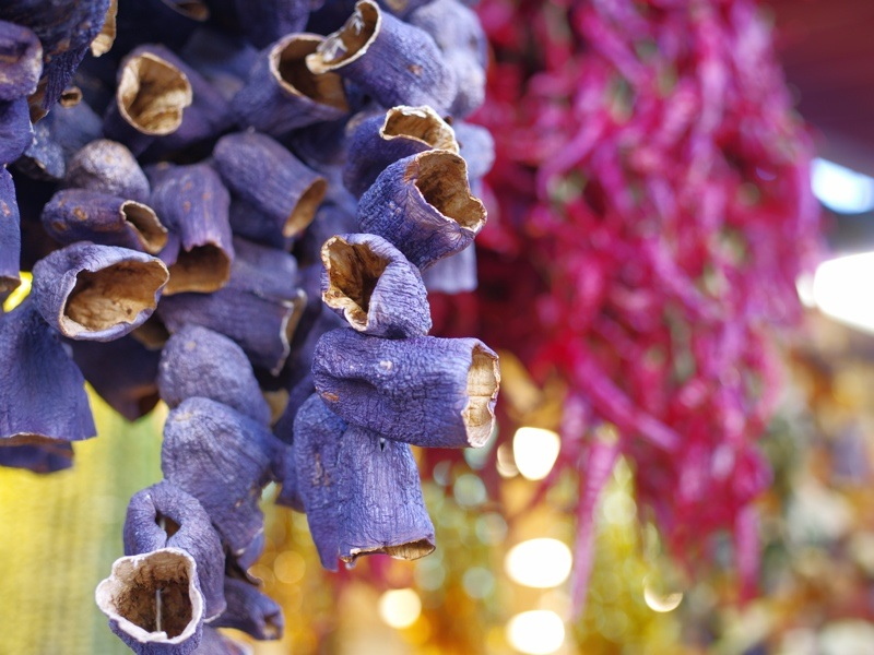 Gewürzbazar: Getrocknete Auberginenschalen