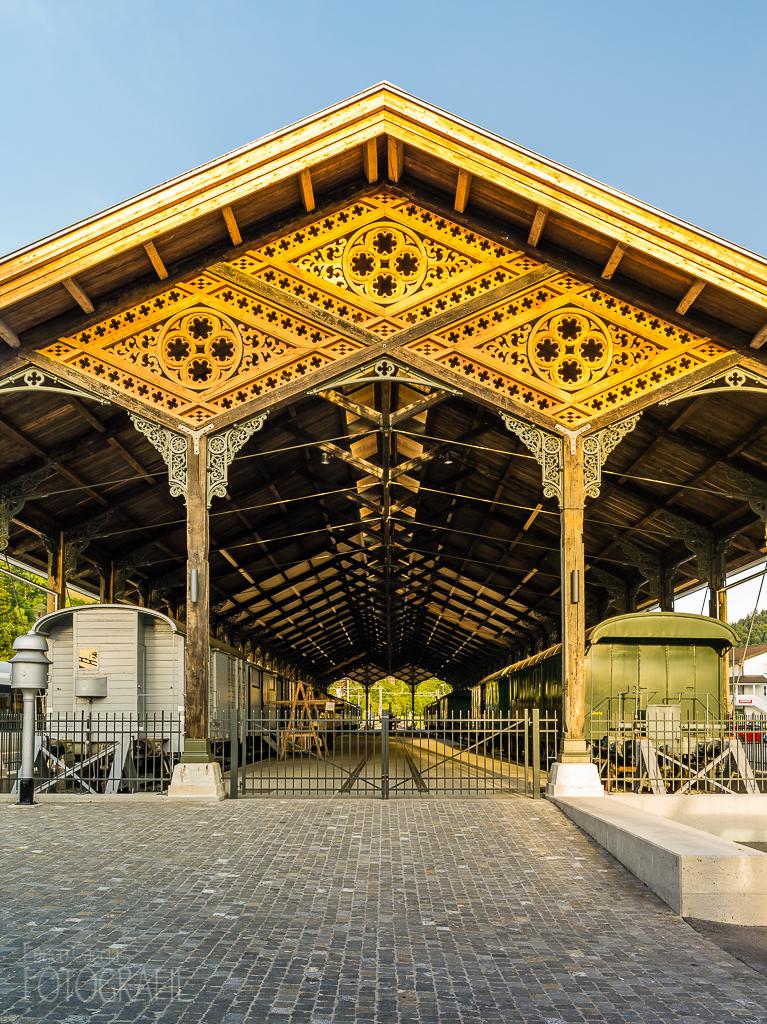 Historische Bahnhofshalle des DVZO in Bauma