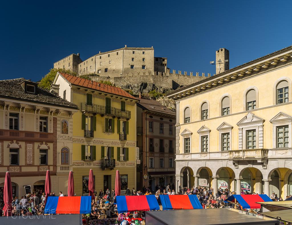 Bellinzona -Altstadt mit Samstagsmarkt