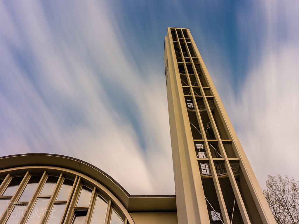 Kirche, 35mm, Blende 5.6, Verschluss 252 Sek, Neutraldichtefilter