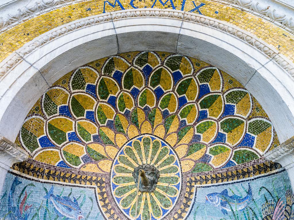 Zürich Alpenquai Mosaikbrunnen
