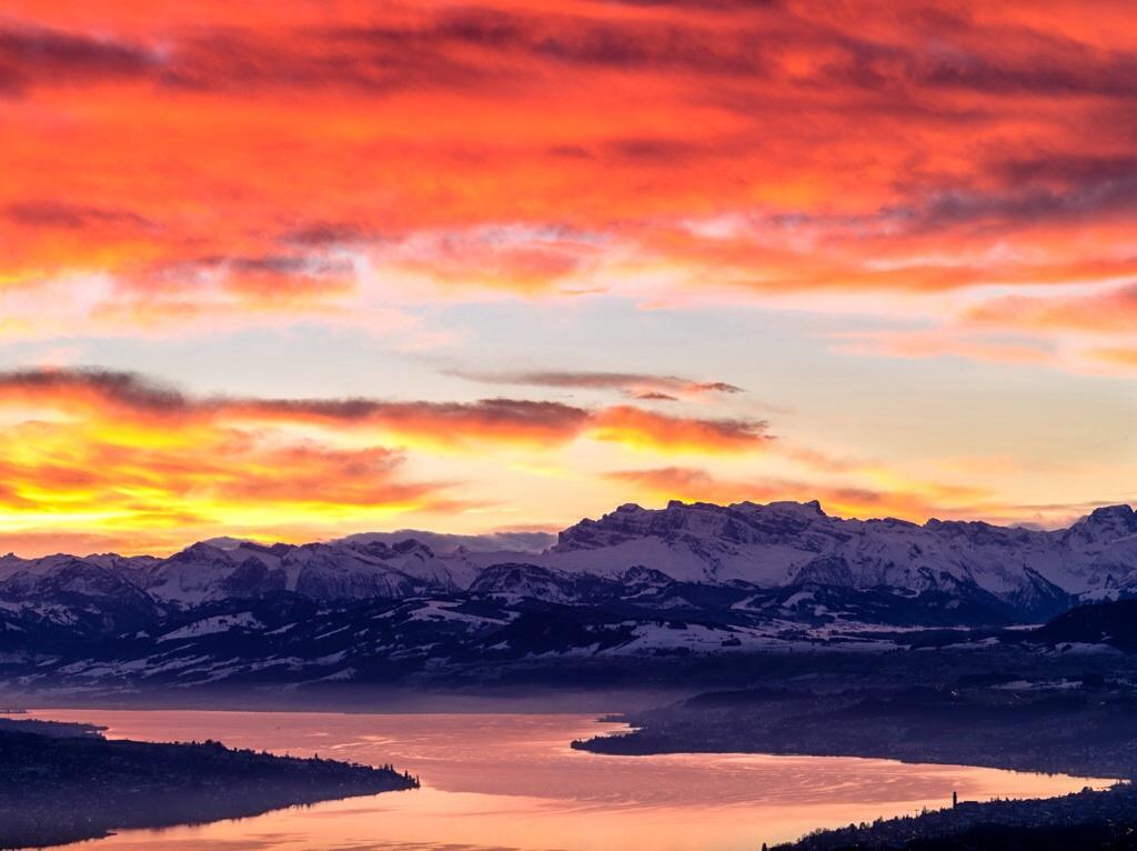 Sonnenaufgang über dem Zürichsee
