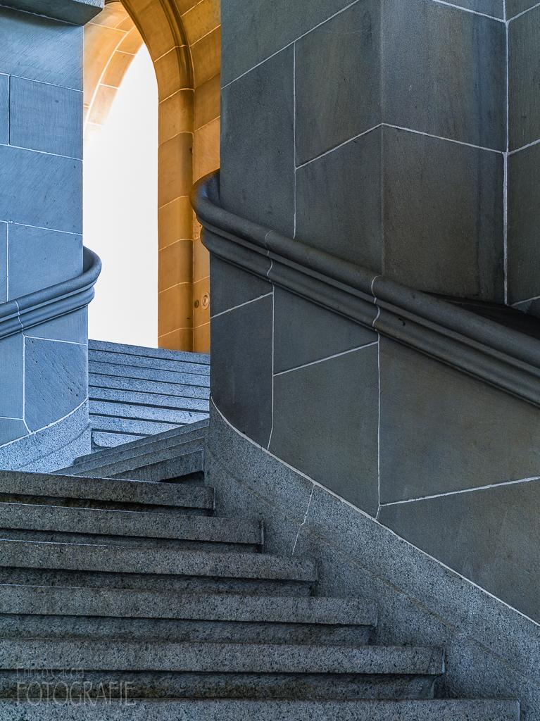 Treppenhaus, 90mm, Blende 16, Verschluss 4 Sek.